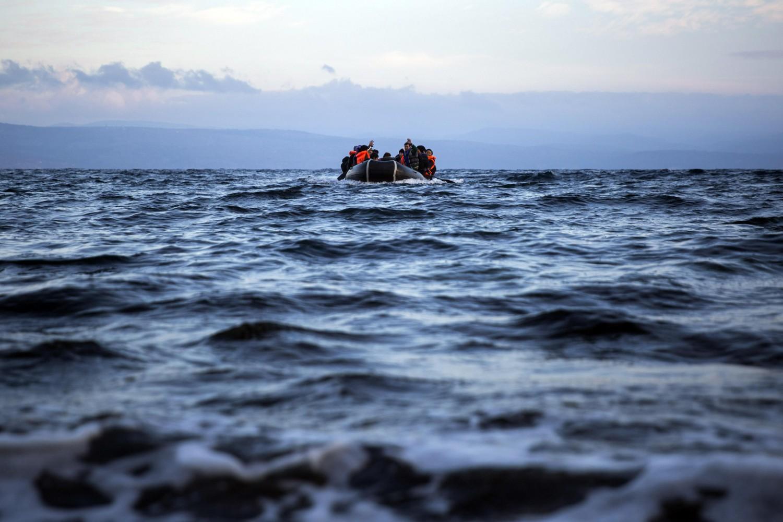 Mar Egeo, barcone si rovescia al largo della Turchia: morti 18 migranti