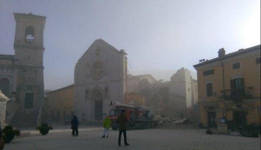 Fortissima scossa di terremoto scuote di nuovo il centro Italia
